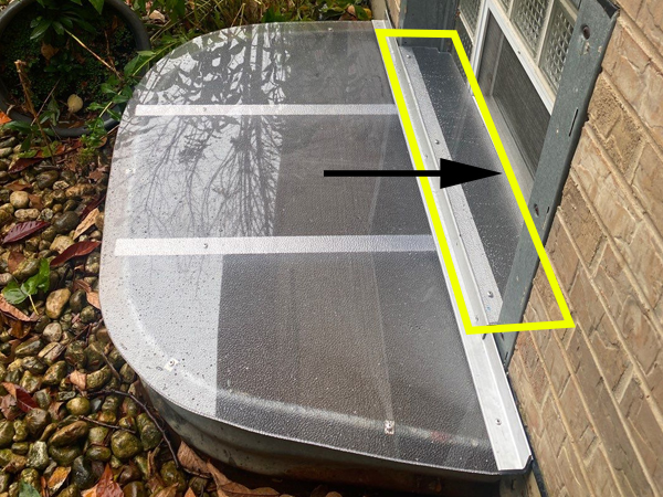 window well cover with a horizontal extension